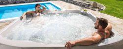 Proč je zahradní vířivka lepší než bazén?