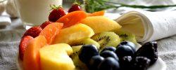 Ovocné saláty: Příjemné osvěžení v horkých letních dnech