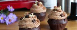 Čokoládové cupcakes s čokoládovo-kávovým krémem